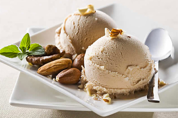 Dairy-free hazelnut ice cream with Vitamix