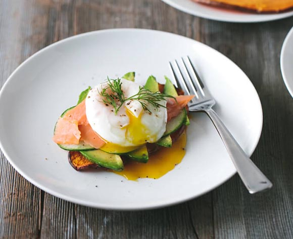 sweet-potato-toast-with-avocado-cucumber-smoked-salmon-and-poached-egg-31