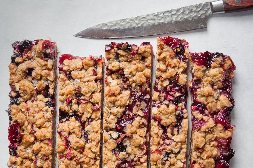 RHUBARB AND BLUEBERRY OATMEAL BARS
