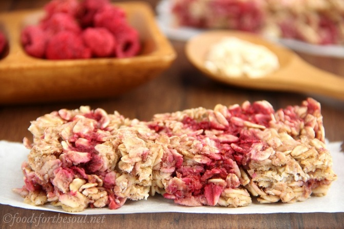 RASPBERRY APPLE GRANOLA BARS