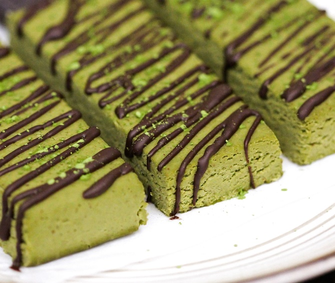 MATCHA GREEN TEA FUDGE PROTEIN BARS