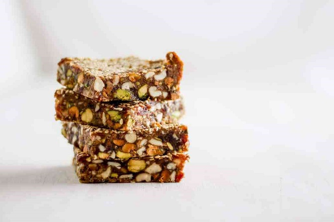 NO-BAKE SESAME DATE BARS