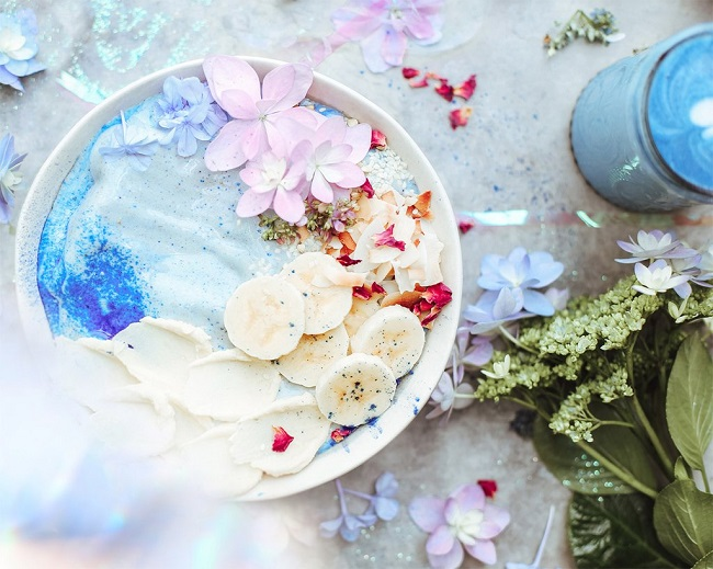 CREAMY MERMAID SMOOTHIE BOWL