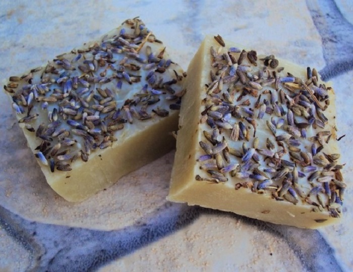SHAMPOO BAR WITH LAVENDER AND CLAY