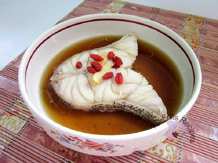 GINSENG STEAMED FISH