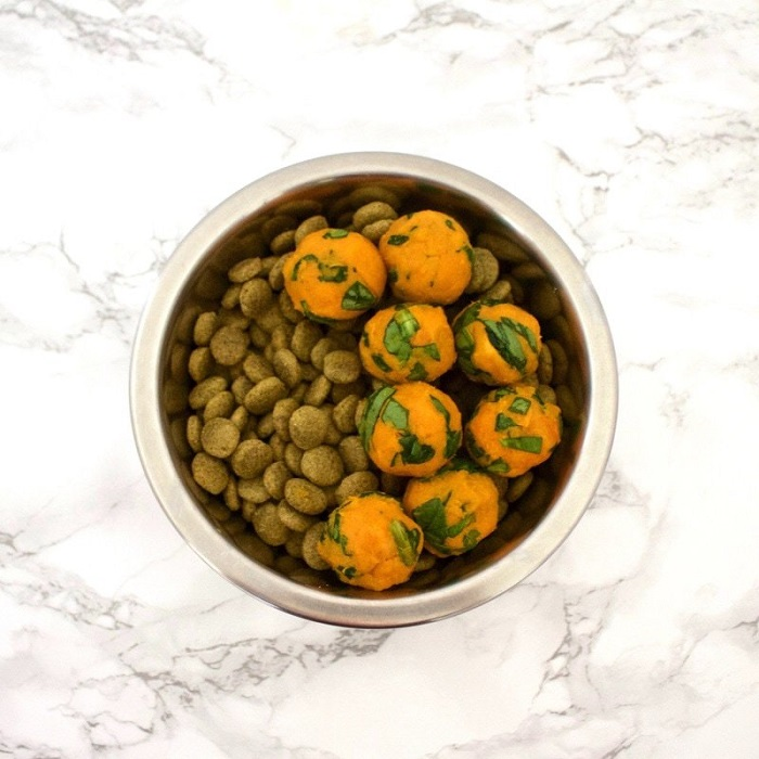 SWEET POTATO & SPINACH BITES FOR DOGS