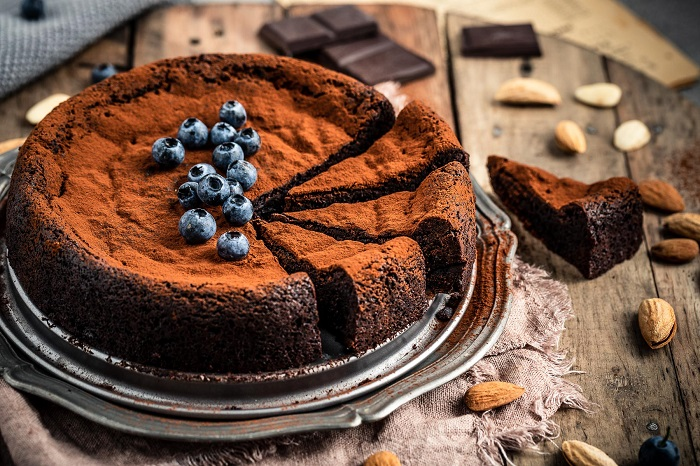 GLUTEN-FREE PALEO FLOURLESS VEGAN CHOCOLATE CAKE