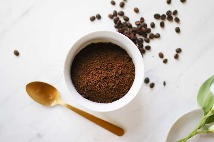 COFFEE GROUNDS TO REPEL ANTS