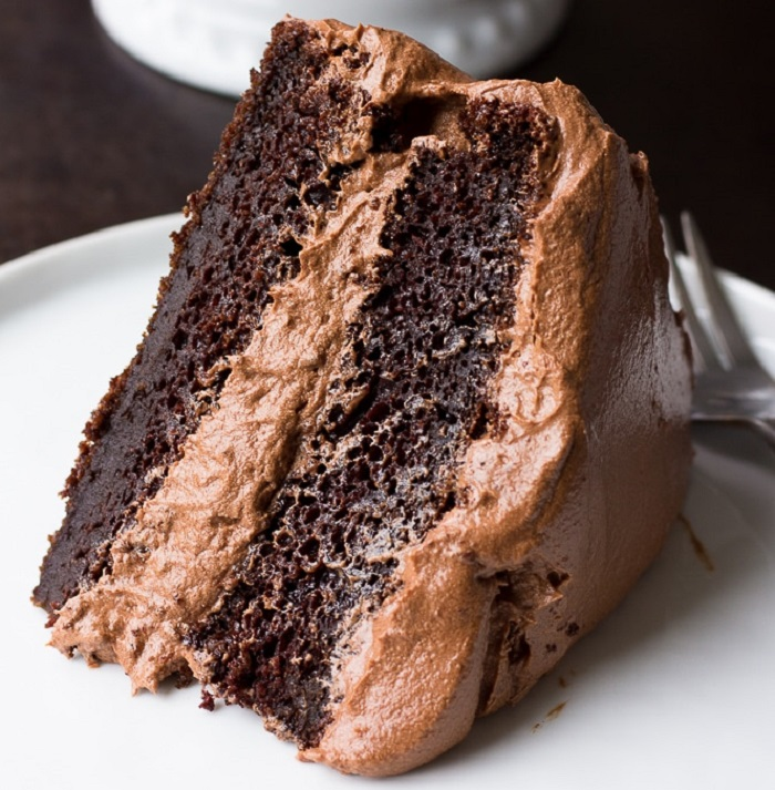 SUPER-MOIST VEGAN CHOCOLATE CAKE