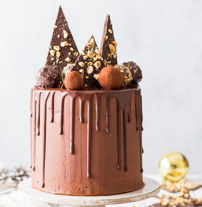 VEGAN CHOCOLATE TRUFFLE CAKE